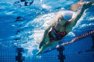 دراسة غريبة تربط بين السباحة وزيادة الوزن!!