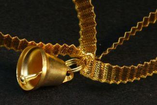 مجوهرات ذهبية بديعة تحمل معها قصص قديمة: 3 من الحلي الأثرية التي خلبت لب العالم