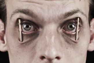 هل فعلا بتسبب نقص النوم على فترات كبيره بموتك؟