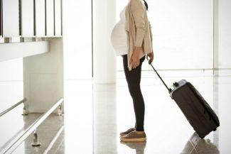 ركوب الطائرة والطيران أثناء الحمل: ما هي المخاطر الصحية وكيفية التعامل معها؟