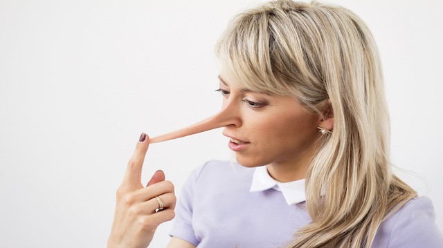 كيف يمكنك كشف الكذب والكاذبين