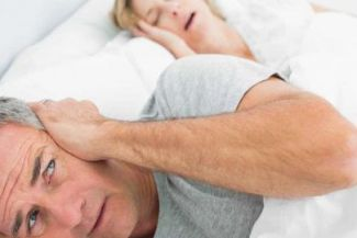 الأسباب الكامنة وراء الشخير إحدى المشكلات الليلية الأكثر شيوعا والاكثر إثارة للإزعاج