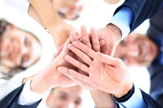 أهمية العمل الجماعي: 6 أسباب تجعلك تحب العمل في فريق