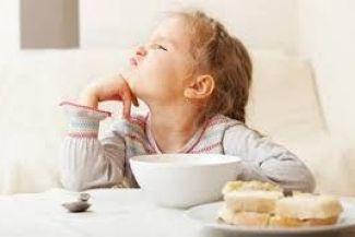 مخاطر المبالغة في حماية الأطفال: 5 نصائح لتقوية شخصية طفلك وتعويده على العالم الخارجي