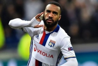 Alexandre Lacazette joins Arsenal for club record £46.5m from Lyon