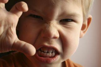 خبراء الطب النفسي يوضحون 5 أسباب لشغب الأطفال وطريقة التعامل مع الطفل المشاغب