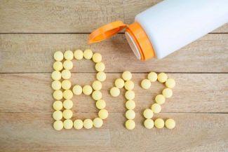 أعراض نقص فيتامين ب 12 وأسباب نقصه في الجسم