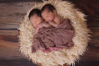 نصائح حول كيفية التعامل مع التوأم حديثي الولادة