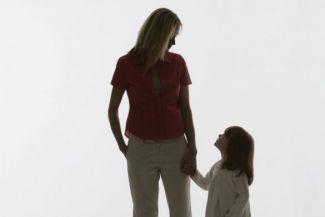 هل تفضل أحد أطفالك عن الآخر؟! إليك الأسباب .. والعلاج!