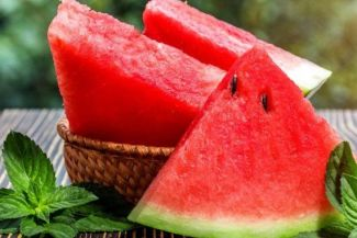 أهم فوائد البطيخ وأهم المخاطر الخاصة بتناوله